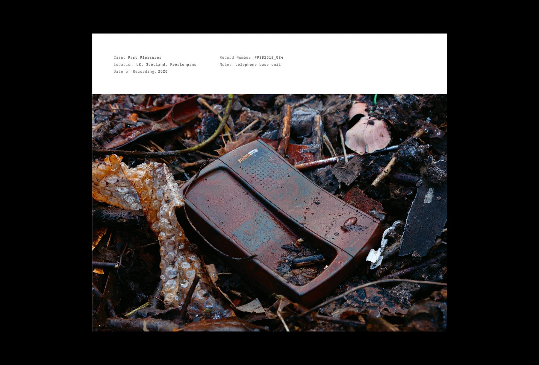 Telephone unit in mud