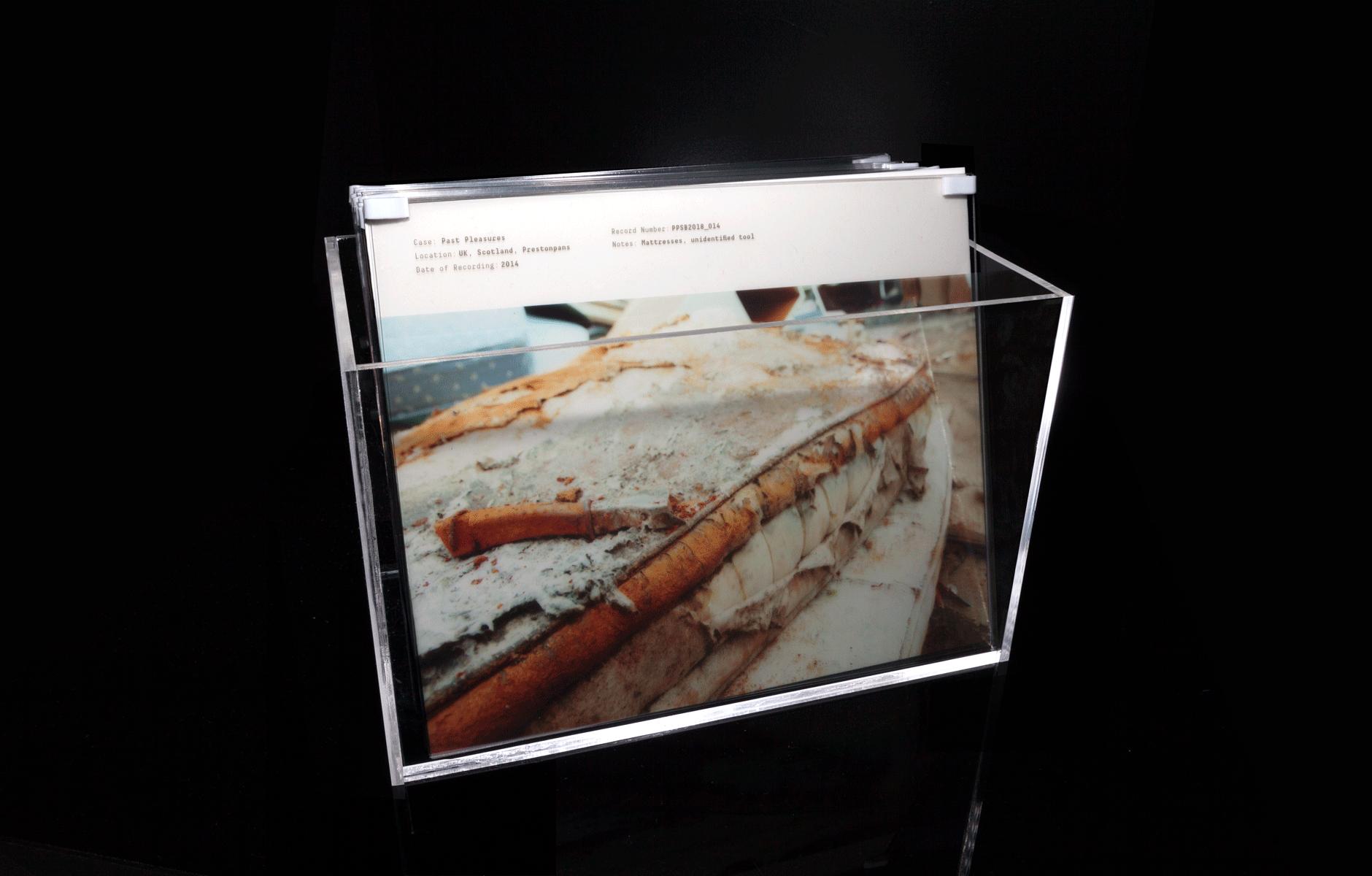 Box displaying Find Nr. 5 (Mattress decaying)